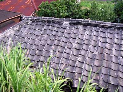 ゆがんだ屋根1