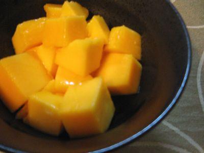 切ったマンゴー