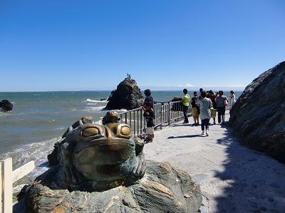 蛙と夫婦岩2