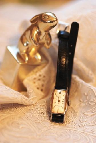 黒い腕時計