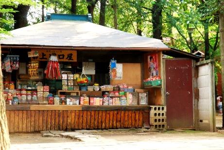 境内の駄菓子屋さん