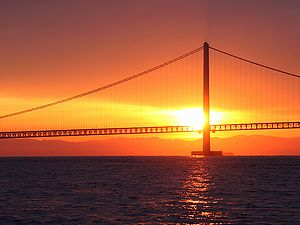 初日の出と明石海峡大橋