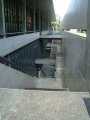 地下へ続く階段