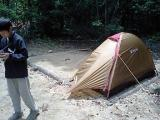 まずはテントをたてましょう