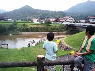 近くを流れる玖島川