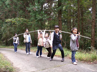 竹を運ぶ02