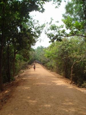 ニャック・ポヤン寺院への道