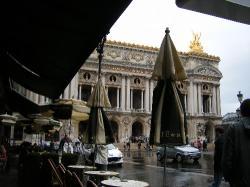 カフェ・ド・ラペからガルニエを眺む