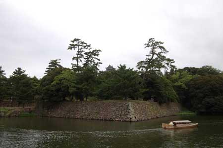 堀川と遊覧船