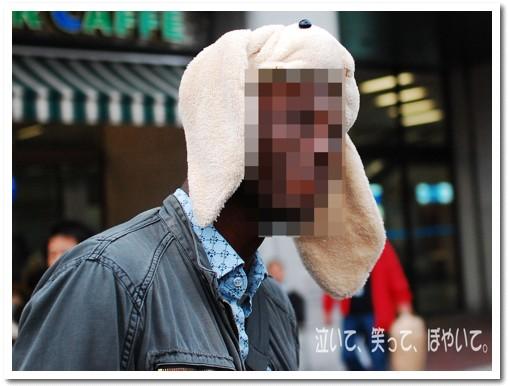 17ロップ帽子を被って大満足顔の外国人のお兄さん