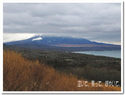 雲に隠れる富士山