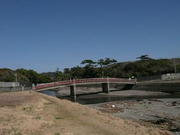 橋の向こうは葉山御用邸