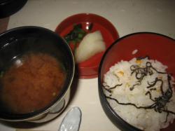 とうもろこしの炊き込みご飯としじみ汁、香の物