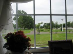 窓からは公園が見えます(^^)