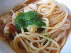 Aパスタは魚介のトマトソース・小松菜ピューレのせ