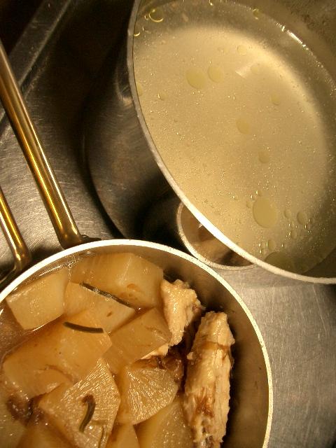 鶏スープ&手羽先と大根煮
