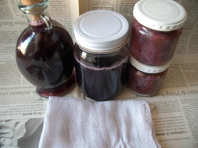 葡萄ジュースとジャムと葡萄染めガーゼ