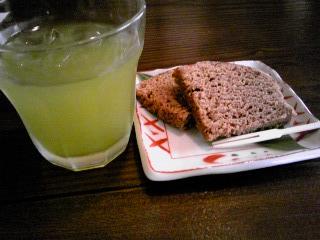 「緑茶と黒糖のふくれ菓子」ふたり静(鹿児島)