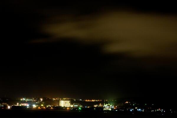 街灯りに映える雲