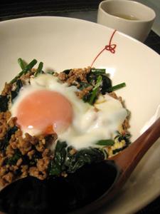 ぴり辛ひき肉の卵のっけご飯