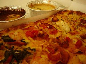 とろーりチーズのよくばりピザ