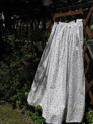 小花模様の巻スカート
