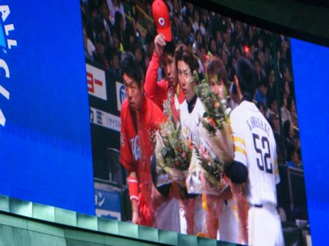 WBCメンバーへの花束贈呈2