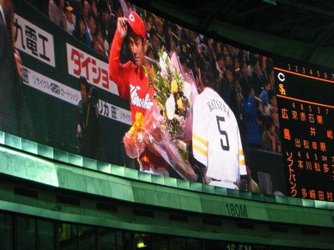 喜田剛への花束贈呈