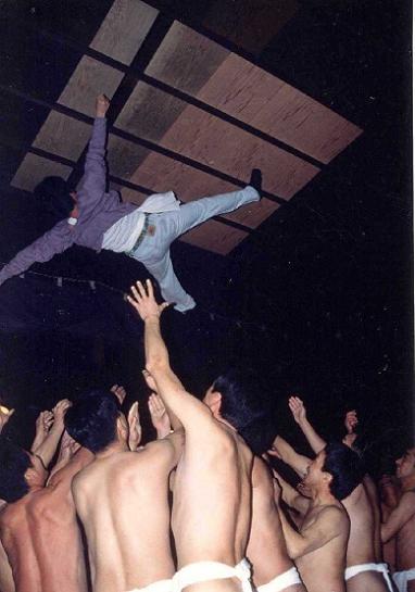 裸胴上げ祭り