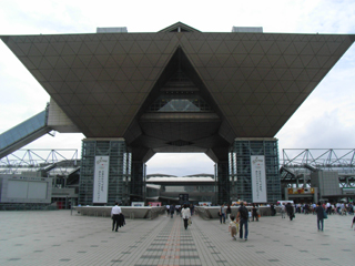 東京ビッグサイトは立派な建物ですねー