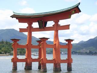 意外に小さかった厳島神社