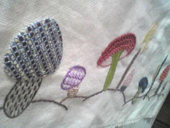 2009.3.23.もみちゃん祖母のキノコ刺繍SH010950 のコピー