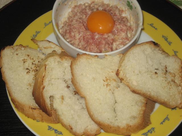 鮪タルタルとフランスパン