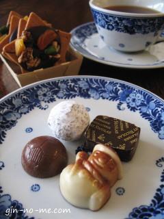 サンニコラのボンボンショコラと紅茶と