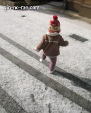雪の上をヨタヨタ