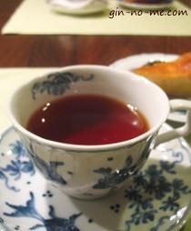 九谷焼のティーカップで
