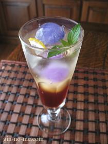紅茶のシロップとマロウの氷のアイスティー