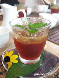 紅茶とレモンのゼリー ミントシロップがけ