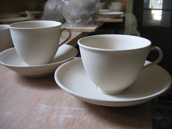 染め付け磁器コーヒーカップ乾燥中