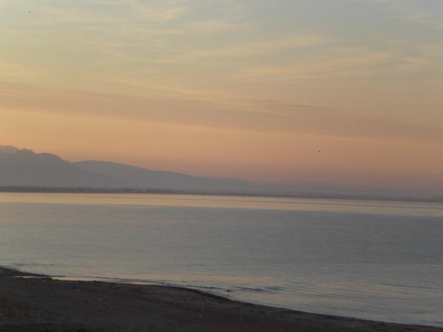 やさしい朝の光に包まれたエーゲ海