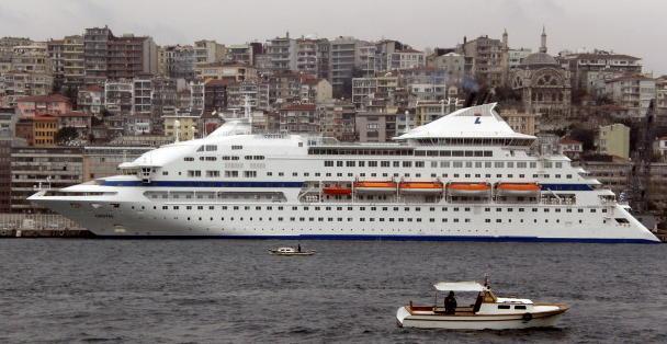 豪華客船でクルージング・・・