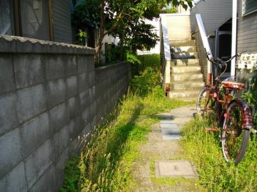 アパートの草刈施工前