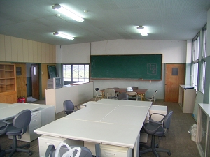 2F 事務所