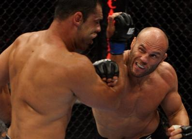 UFC102でノゲイラが判定勝利