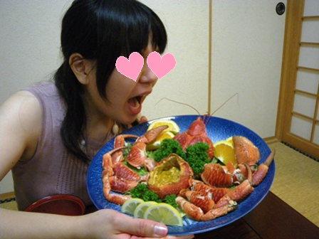 ヤシガニを食らう