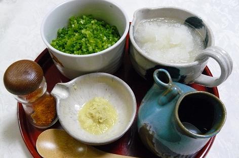 麺つゆと薬味