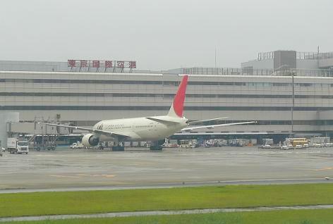 羽田空港は雨上がりで・・・