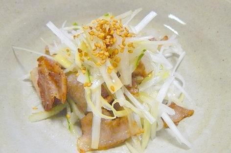 白ネギとカリカリ豚肉のサラダ風♪