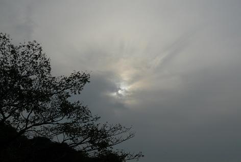 真っ黒な雲がぁ・・・