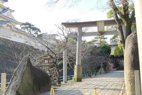 中津口門の大石